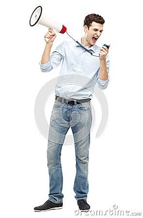 Homme tenant le mégaphone