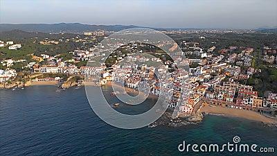 Hommellengte over het kust, kleine dorp Calella DE Palafrugell van Costa Brava van Spanje stock videobeelden