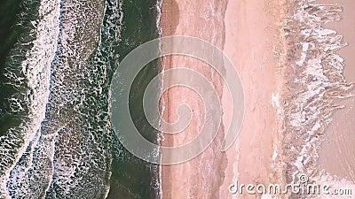 Hommellengte van ijzige Atlantische golven stock videobeelden