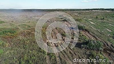 Hommelvideo: Russische houwitser Msta oefening het schieten stock video