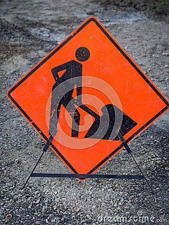 Hommes travaillant le signe