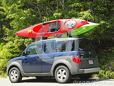 Honda Element minivan loaded with kayaks Editorial Photography