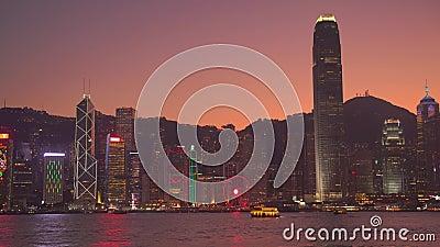 Hong Kong, China - DEC 06, 2019: 4k Linha do horizonte Victoria Harbor à noite vídeos de arquivo