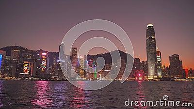 Hongkong, China - DEC 06, 2019: 4k Victoria Hafen Skyline in der Nacht stock video