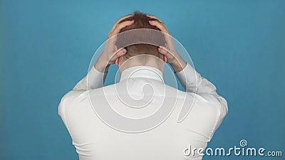 Hoofdpijnaanval, pijn in hoofd op nek of tempelgebied toe te schrijven aan Migraine of Spannings of Clusterhoofdpijn Concept Slag stock video