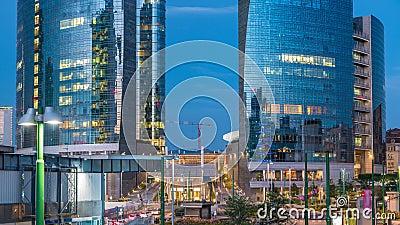 Horizon de Milan avec les gratte-ciel modernes dans le jour de district des affaires de Porta Nuova au timelapse de nuit à Milan, banque de vidéos