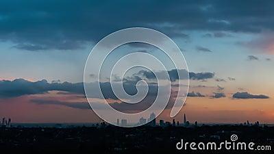 Horizon de ville de Londres au coucher du soleil banque de vidéos
