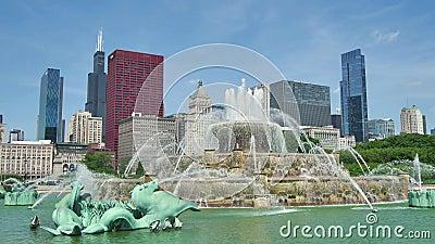 Horizonte céntrico de Chicago de la opinión de la fuente de Buckingham metrajes