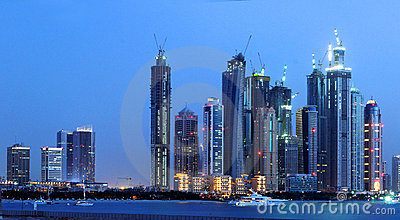 Horizonte de la noche de la ciudad de Dubai