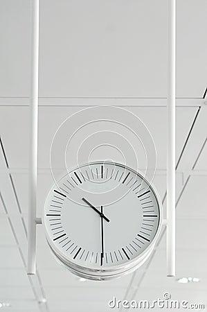 Horloge blanche s arrêtante