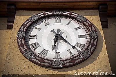 horloge d 39 ext rieur de vintage de style ancien image stock image 32580501. Black Bedroom Furniture Sets. Home Design Ideas