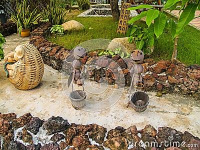 Hormigas De La Decoración Del Jardín En Un Camino Foto de archivo ...