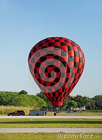 Free Hot Air Balloon Landing Stock Photo - 5063610