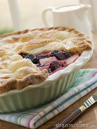 Free Hot Blackberry And Apple Pie Royalty Free Stock Photo - 5931955