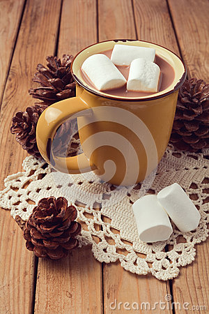 Free Hot Chocolate And Marshmallows On Wooden Table Royalty Free Stock Image - 47147696