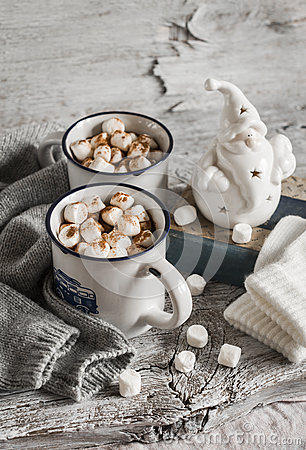Free Hot Chocolate With Marshmallows, Ceramic Santa Claus, Old Book And Gloves Stock Image - 58778351