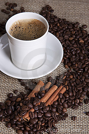 Free Hot Cup Of Coffee With Cinnamon And Coffee Grains Stock Photo - 18502380
