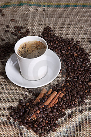 Free Hot Cup Of Coffee With Cinnamon And Coffee Grains Royalty Free Stock Photos - 18502418