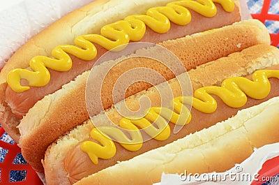Hotdogs met mosterd