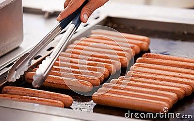 Hotdogs op een grill
