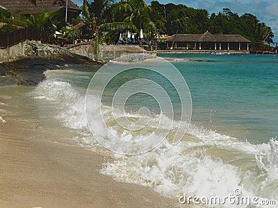 Hotel de la playa, ondas de la laguna
