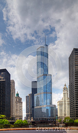 Hotel internacional e torre do trunfo em Chicago Foto Editorial