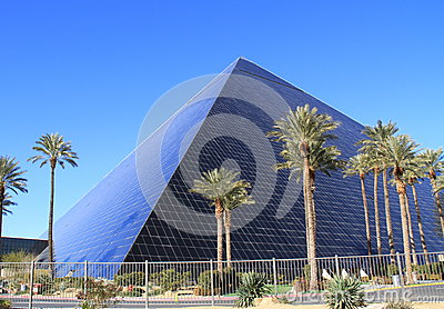USA, Nevada/Las Vegas: Hotel Luxor Editorial Photo