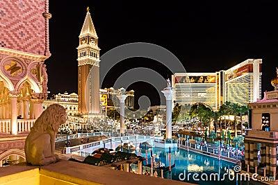 Las Vegas fuera de los hoteles de la tira