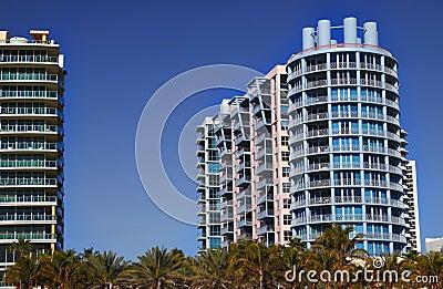 Hoteles coloridos del art déco de Miami