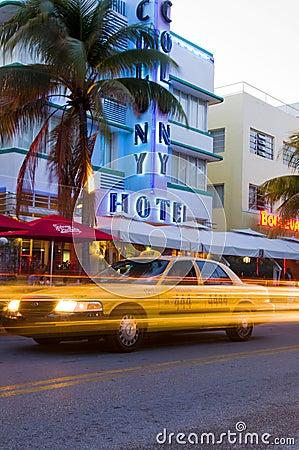 Hoteles del sur del art déco de Miami de la playa Fotografía editorial