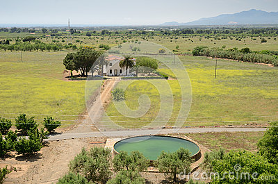 A house among the arid plain of Catalonia