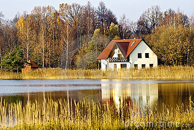 House ashore fores lake