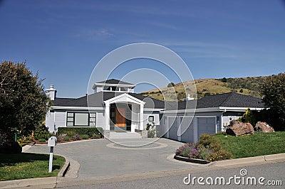 House With Circular Driveway, Three Car Garage Stock Photo - Image ...