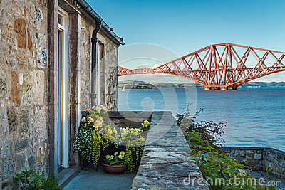House close to the Firth of Forth Bridge