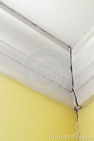 Free House Crack Royalty Free Stock Photo - 24885165
