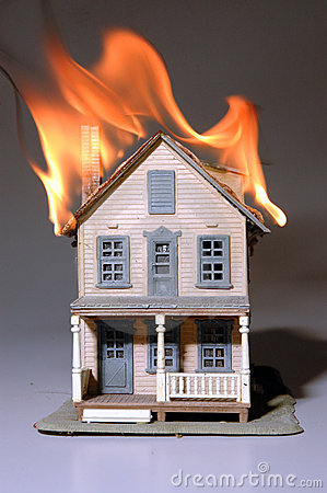 Free House On Fire Royalty Free Stock Photos - 205118