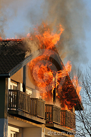 Free House On Fire Royalty Free Stock Photo - 704795