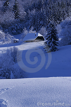 Free House Under Snow Royalty Free Stock Photography - 4512097