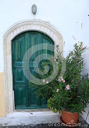Free House With Green Door And Flowers Royalty Free Stock Image - 132840466