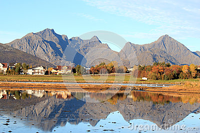 Houses and mountains of Leknes