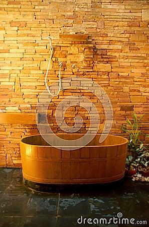 Houten badkuip royalty vrije stock afbeelding beeld 7415796 - Eigentijdse badkuip ...