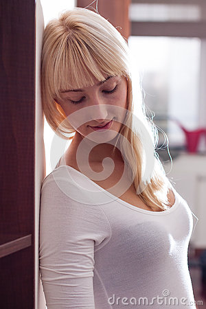 Härlig blond kvinna