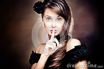 Härlig göra en gest tystnadkvinna