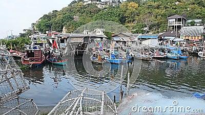 HUA HIN, ΤΑΪΛΆΝΔΗ - Dec23,2015: Πολλά αλιευτικά σκάφη που σταθμεύουν στο ψαροχώρι, huahin, Ταϊλάνδη απόθεμα βίντεο