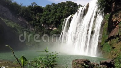 Huangguoshuwaterval (de Watervallen van de geel-Fruitboom) stock video