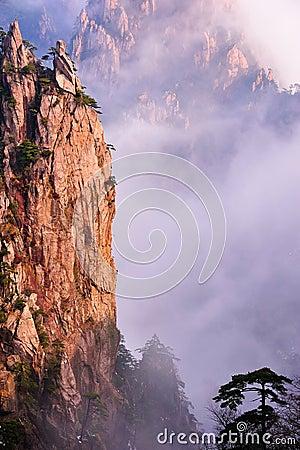Huangshan(yellow) Mountain cliff