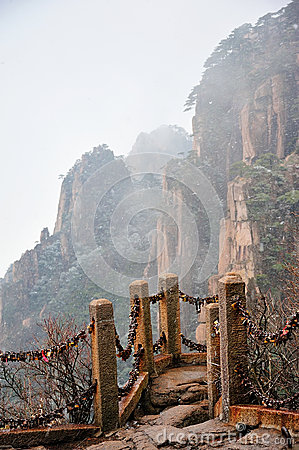 Huangshan(yellow) Mountain cliff