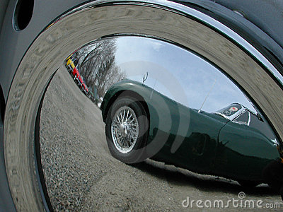Hub cap reflection