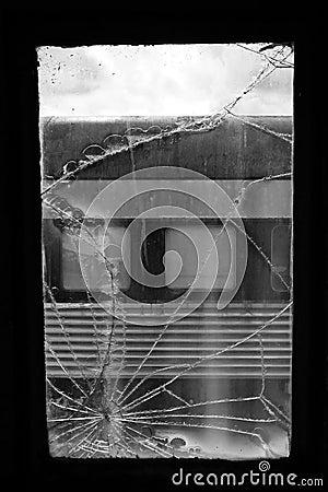 Fen tre cass e de train photographie stock libre de droits for Fenetre cassee