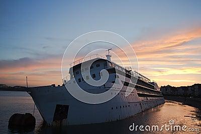 The huge ship tilt